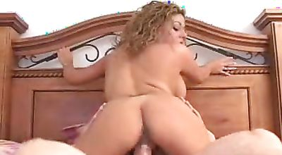 Enticing sweetie Roxy Ryder bangs with her talented lover